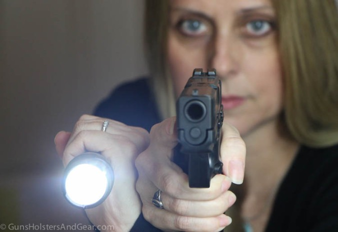 how to hold a flashlight with a handgun